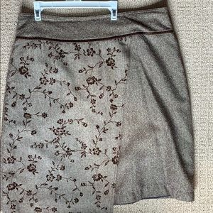 Tweed lined skirt with embroidery